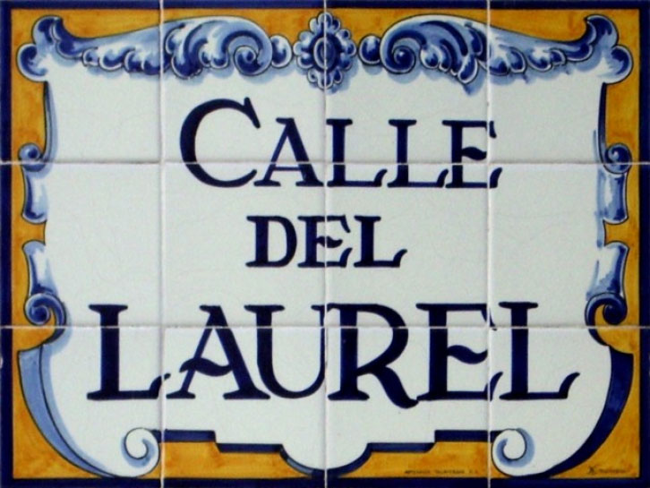 Placa identificadora calle del laurel